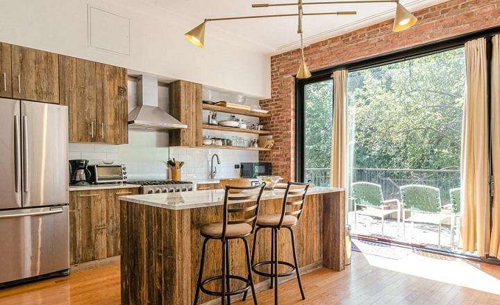 cocina-de-madera-y-ladrillo