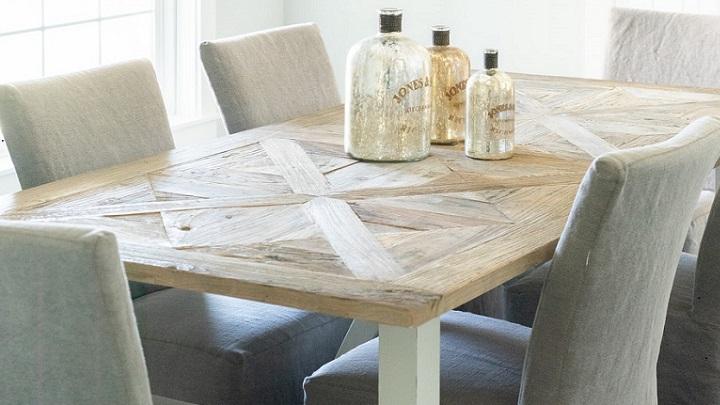 mesa-con-sillas-elegantes