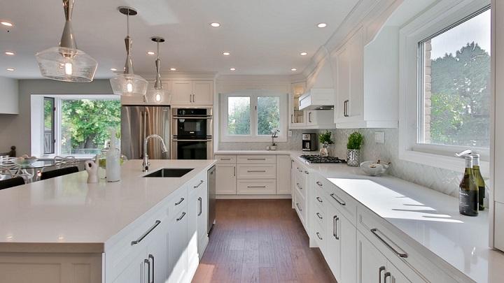cocina-grande-en-color-blanco