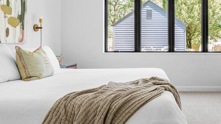 decoracion-de-dormitorio-de-color-blanco