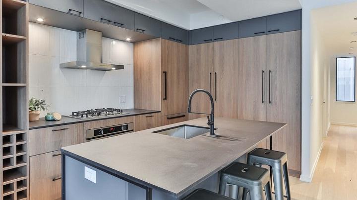 cocina-con-muebles-de-madera-e-isla