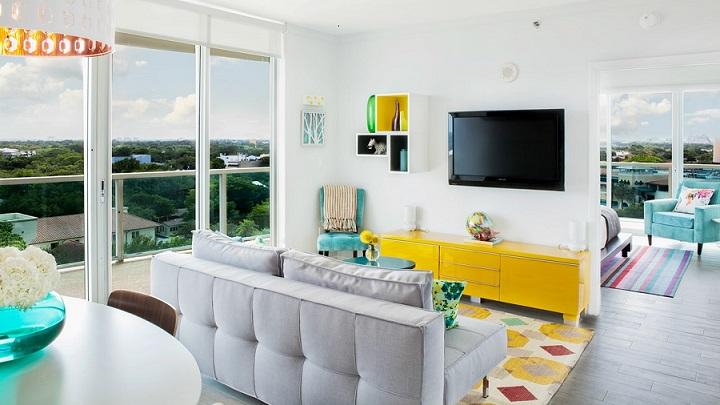 salon-con-mueble-de-color-amarillo