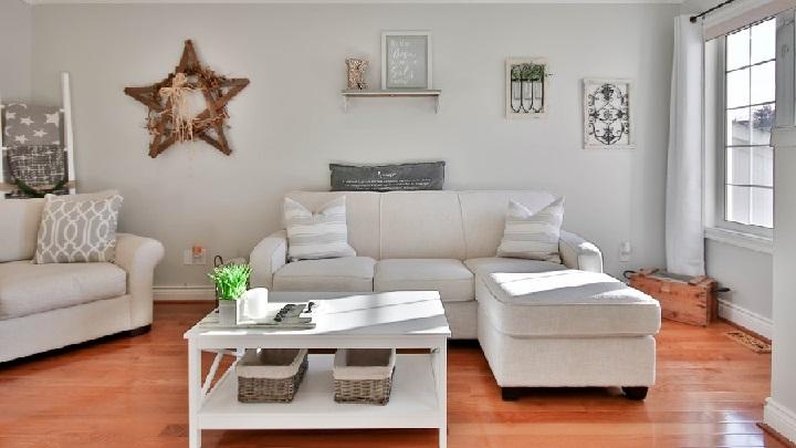 zona-de-estar-decorada-en-color-blanco