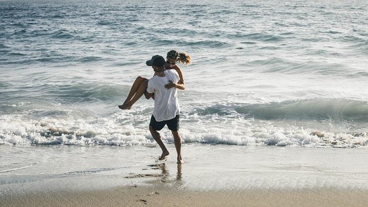 pareja-en-el-mar