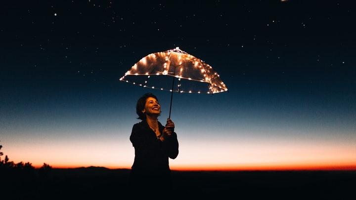 chica-con-paraguas