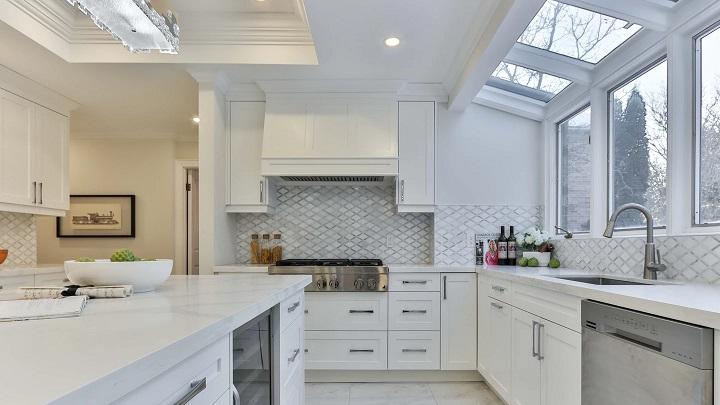 cocina-con-grandes-ventanales