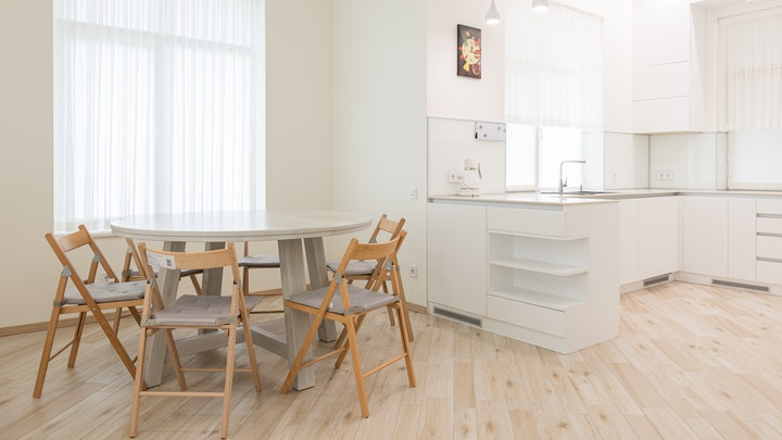 suelo-de-madera-en-la-cocina