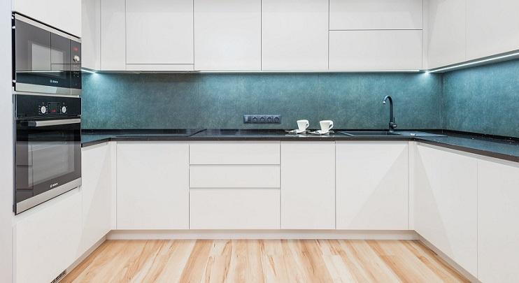 cocina-en-blanco-y-azul