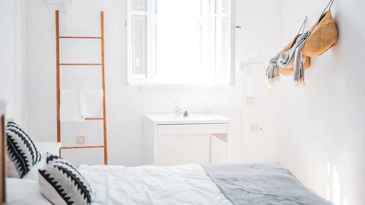 escalera-de-madera-en-el-cuarto