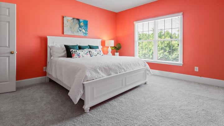 dormitorio-con-paredes-en-rojo