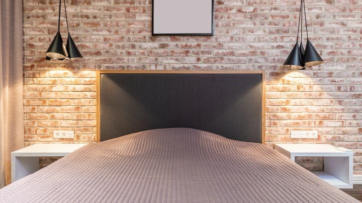 dormitorio-con-pared-de-ladrillo