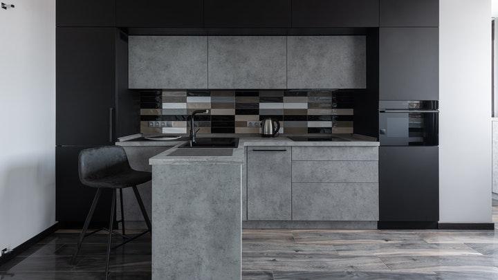 cocina-de-lineas-rectas-y-colores-oscuros