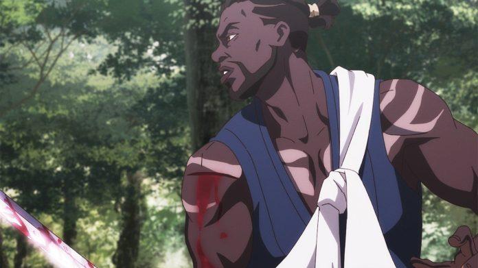 Imagen tomada del anime 'Yasuke' con el protagonista de perfil sosteniendo su espada y cubierto de sangre.