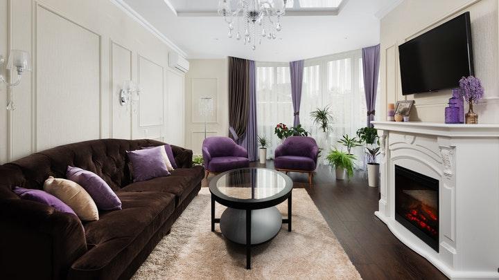 sofa-situado-junto-a-una-de-las-paredes