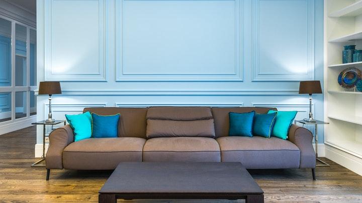 pared-azul-en-el-salon
