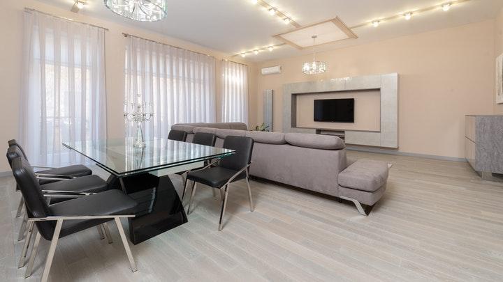 salon-con-decoracion-elegante