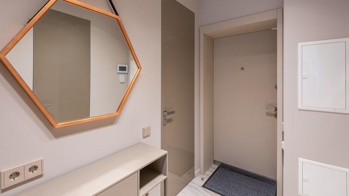 espejo-geometrico-en-recibidor