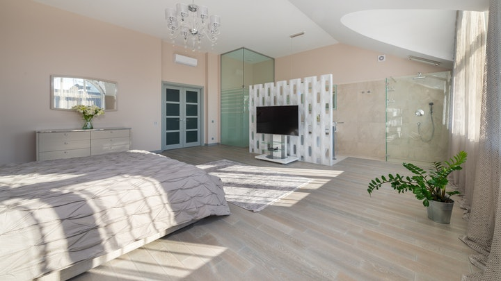 puerta-de-interior-con-vidriera-en-dormitorio